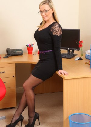 Джоди Гейсон обладает очень привлекательной внешностью, поэтому не стесняется раздеться перед камерой - фото 3