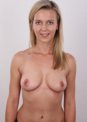Слегка волосатый лобок девушки, которая предпочитает носить джинсы и свободные свитера - фото 7- фото 7- фото 7