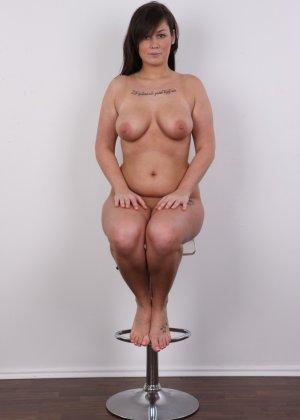 Жопастая красотка с большими сиськами показала соблазнительное тело - фото 15