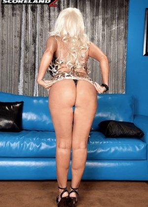 Бриттани О'Нейл - роскошная блондинка, которая быстро соблазняет шоколадного мужчину - фото 5