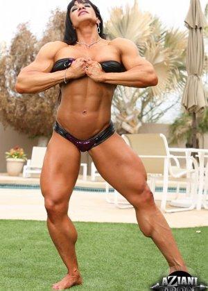 Марина Лопес обладает необыкновенно подтянутым телом, которое она так стремится показать всем - фото 3