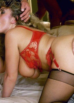 Раскованная шапочка соглашается на мощный секс, который нравится всем участникам без исключения - фото 11