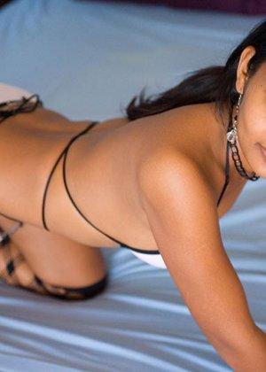 Стройная индийская девушка Деси соблазняет зрителей своим телом - фото 6