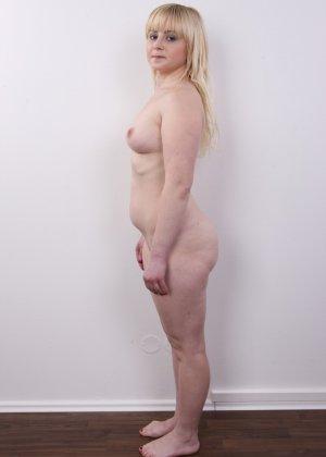 Блондинку на кастинге заставили оголить свое не очень красивое тело - фото 13