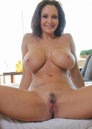 Прекрасный секс со зрелой большегрудой брюнеткой Авой Аддамс - фото 4