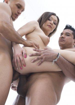 Дикий секс красивых телочек с молодыми пареньками которые их любят - фото 28