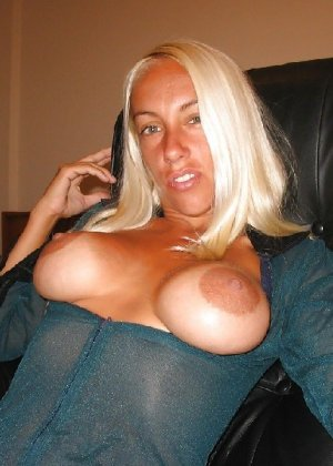 Блондинка разделась и вывалила свои сиськи перед фотиком друга - фото 26- фото 26- фото 26