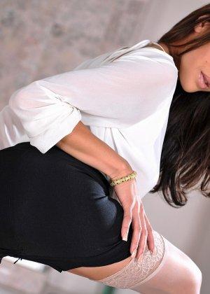 Джейден Ли устраивает стриптиз, снимая с себя всю одежду и показывая свою привлекательность - фото 5