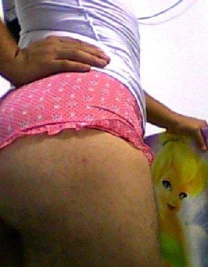 Сексуальная и большая попка в розовых трусиках заводит парней - фото 48