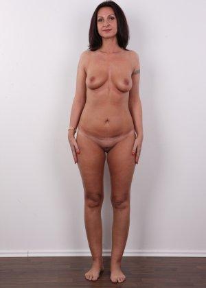 Зрелая брюнетка показывает свое немолодое тело - фото 9- фото 9- фото 9