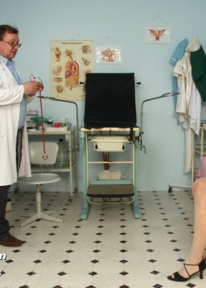 Женщина в почтенном возрасте приходит на прием к врачу и оказывается в руках развратного мужчины - фото 5