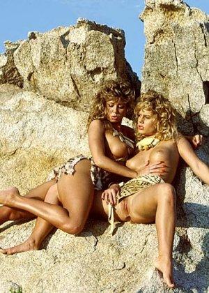 Джейми Саммерс любит лесбийские ласки, поэтому с удовольствием снимается в откровенных фотосессиях - фото 10