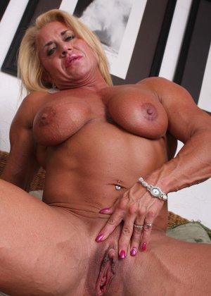 Женщина-бодибилдерша очень напоминает внешне мужчину, но всё же ее нутро говорит о женственности - фото 18