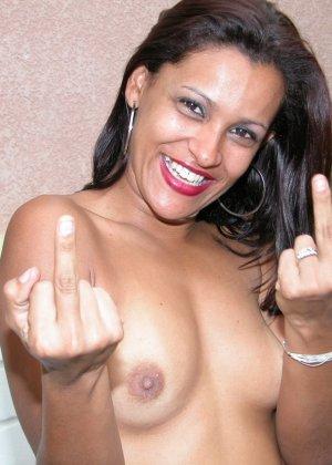 Темпераментная бразильская женщина готова показывать свое тело, чтобы доказать свою привлекательность - фото 16