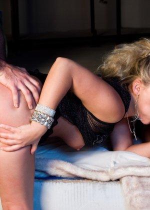 Элен Сейнт выпала возможность перепихнуться с двумя горячими самцами - фото 5