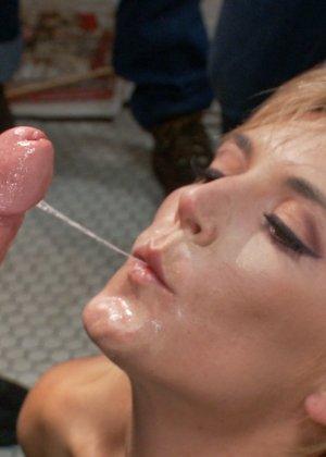 Мона Вэйлес - распутная красотка, которая готова вытерпеть многое ради удовольствия мужчин - фото 1