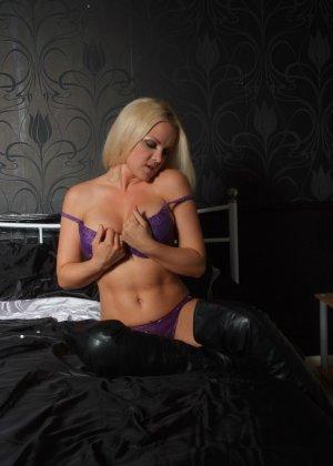 Эротичная блондинка показывает свое восхитительное тело - фото 3- фото 3- фото 3