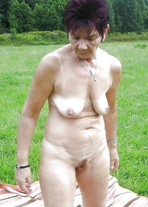 Подборка фото зрелых дам с висящими сиськами и не бритыми пездами - фото 1