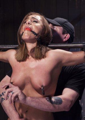 Роксанна проходит через множество испытаний, которые ей устраивает развратный мужчина - фото 2