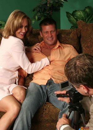 На осмотре нового семейного гнезда мужику предложили за бабки выебать жену - фото 21