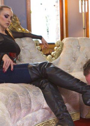 Бэлла Росси любит доминировать - ее партнер исполняет все желания, а затем трахает в пизденку - фото 5