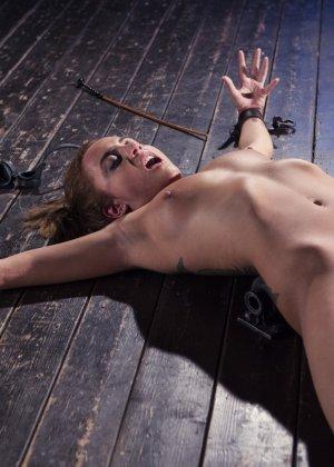 Роксанна проходит через множество испытаний, которые ей устраивает развратный мужчина - фото 23