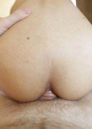 Тайская хрупкая девушка оказывается бывшим мужчиной с большим членом, который быстро встает - фото 9