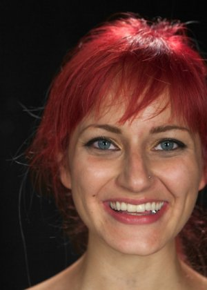 Над рыжеволосой красивой девушкой Phoenix Askani провели БДСМ эксперименты - фото 11