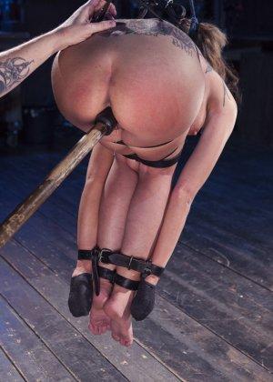 Роксанна проходит через множество испытаний, которые ей устраивает развратный мужчина - фото 12