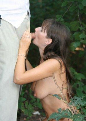 Сексуальная жена хорошенько отдыхает без одежды - фото 23