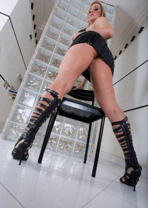 Синтия Сантос - эффектная блондинка, которая готова подставить свое пизденку для секса - фото 12