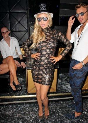 Блондинка Джоана Крупа обнимается со своим новым богатеньким мужиком - фото 1