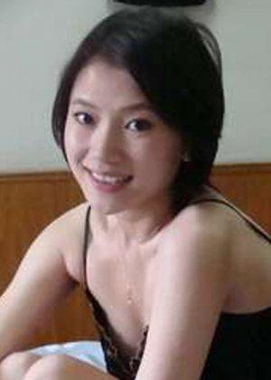 Грудастая азиатка в белом белье хвастается большими дойками - фото 10