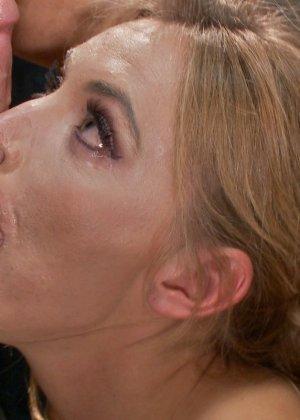Мона Вэйлес - распутная красотка, которая готова вытерпеть многое ради удовольствия мужчин - фото 3