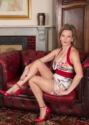 Зрелая женщина очень следит за собой, поэтому ее тело очень неплохо сохранилось – в этом можно убедиться с помощью фото - фото 1