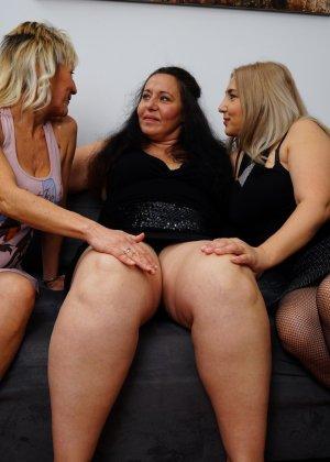 Три дамочки решают развлечься в обществе друг друга, позволяя себе воплощать все фантазии - фото 2