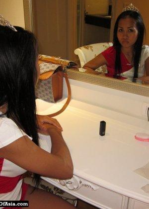 Красивая азиатская девушка со стройной фигуркой засветила свои трусики - фото 5