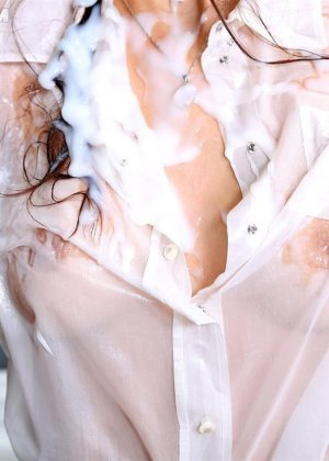 Красивую девушку со стройным телом заливает тепленькая сперма - фото 8