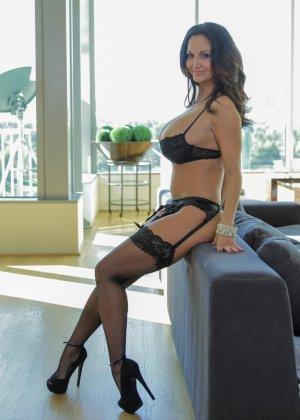 Прекрасный секс со зрелой большегрудой брюнеткой Авой Аддамс - фото 14