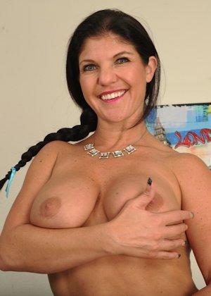 Коралэйн Джевел – сексуальная брюнетка с большими буферами, которая знает все свои самые выгодные ракурсы - фото 10