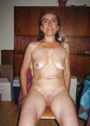 Подборка фото зрелых дам с висящими сиськами и не бритыми пездами - фото 2