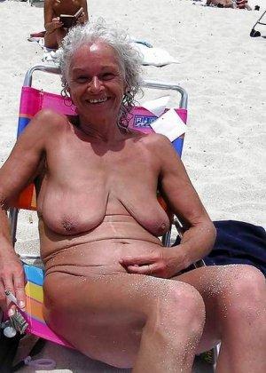 Зрелые телки оголят свои обвисшие груди, они бабки без комплексов, и трахнут кого угодно - фото 7
