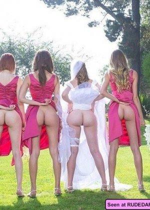 Похотливые сучки с удовольствием показывают свои сиськи: девки хотят, чтобы их трахали - фото 15