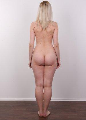 Кастинг с привлекательной блондинистой девушкой - фото 10