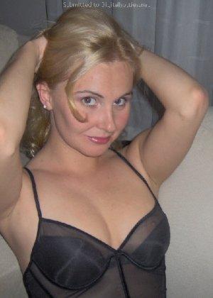Опытная блондинка показывает свои сексуальные ножки для своего друга - фото 4- фото 4- фото 4