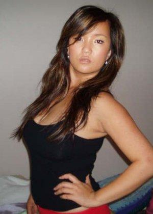 Развратные азиатки обожают позировать за деньги перед камерой - фото 11