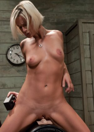 Жасмин Джоли решает испытать себя на секс-машине - фото 20- фото 20- фото 20