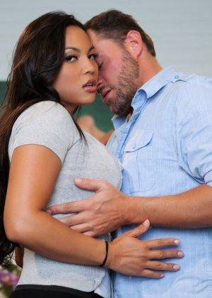 Сексуальная Адрианна Луна отдается возбужденному мужчине и позволяет трахать ее со всей силой - фото 3