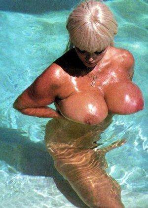 Ретро снимки понравятся тем, кто любит большие буфера и захочет рассмотреть опытную дамочку - фото 7