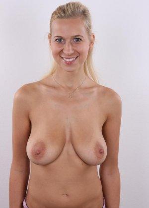 В чешском кастинге сексуальная блондинка принимает участие для того, чтобы показать себя со всех сторон - фото 8